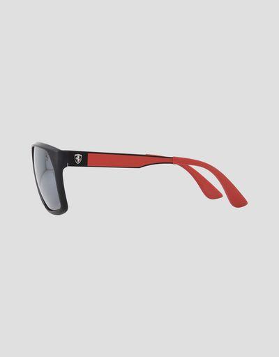 Scuderia Ferrari Online Store - Lunettes de soleil Ray-Ban pour Scuderia Ferrari 0RB4309M couleur noir - Lunettes de soleil