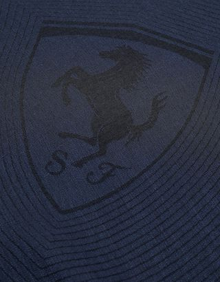 Scuderia Ferrari Online Store - Square scarf with Ferrari Shield - Foulards