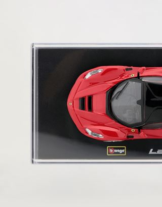 Scuderia Ferrari Online Store - Модель LaFerrari в масштабе 1:43 - Модели машины 1:43