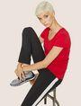ARMANI EXCHANGE T-SHIRT MIT KLASSISCHEM LOGO UND U-BOOT-AUSSCHNITT Logo-T-Shirt Damen a