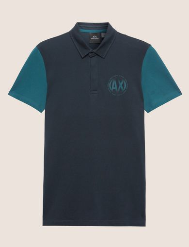 POLO CON BLOQUES DE COLOR Y LOGOTIPO ESFÉRICO