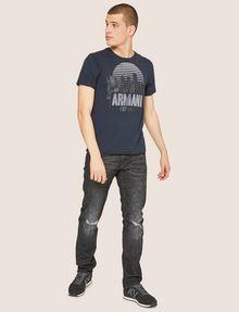 ARMANI EXCHANGE T-SHIRT GIROCOLLO REGULAR FIT CON STAMPA DI PAESAGGIO URBANO AL TRAMONTO T-shirt con logo Uomo d