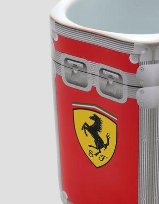 Scuderia Ferrari Online Store - Mug en céramique Scuderia Ferrari flight case - Mugs et tasses