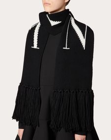 Knit scarf with VLTN detail