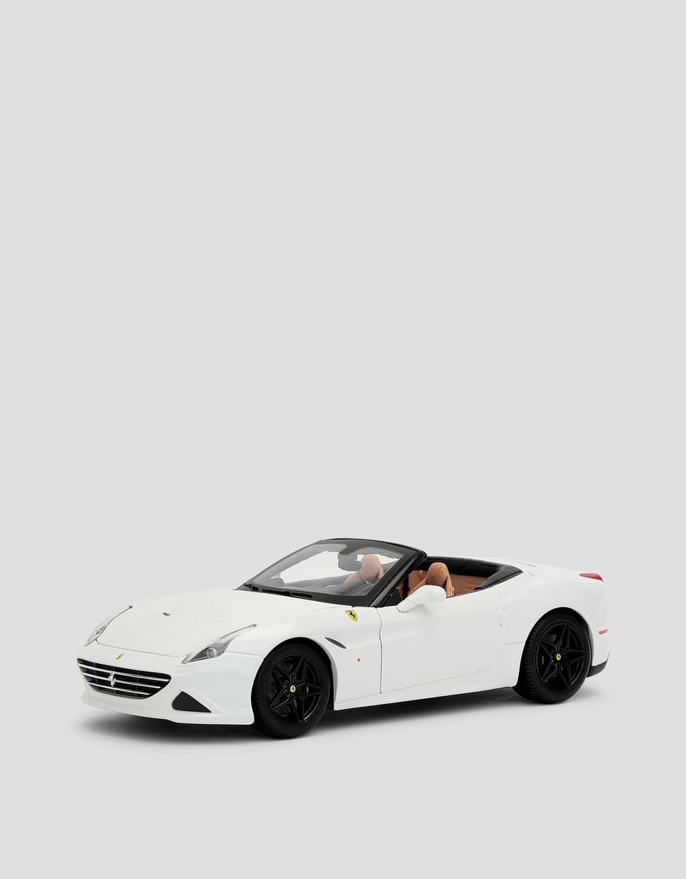 Scuderia Ferrari Online Store - Signature Ferrari California T (open top) 1:18 scale model - Car Models 01:18