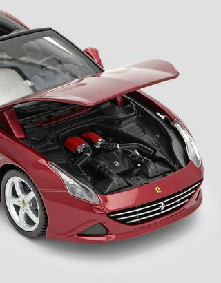 Scuderia Ferrari Online Store - California T (open top) 1:24 scale model - Car Models 01:24