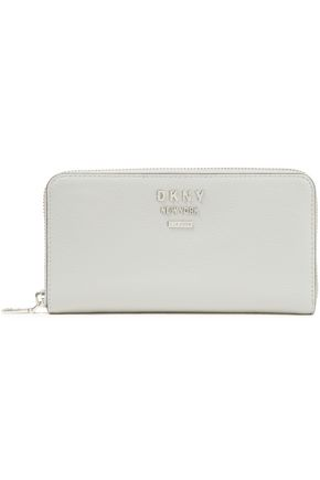 """DKNY محفظة """"جيجي"""" من الجلد المحبب"""