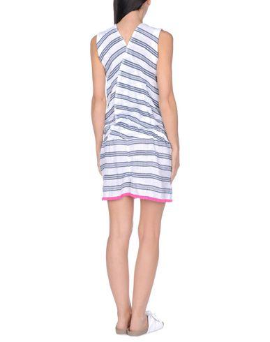 Фото 2 - Пляжное платье от LEMLEM белого цвета