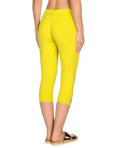 Фото 2 - Пляжные брюки и шорты от VDP BEACH желтого цвета