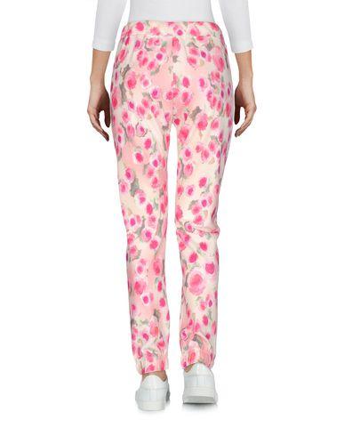 Фото 2 - Повседневные брюки от VDP BEACH розового цвета