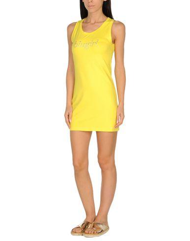 Фото - Пляжное платье желтого цвета