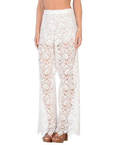 Фото - Пляжные брюки и шорты от ERMANNO SCERVINO BEACHWEAR белого цвета