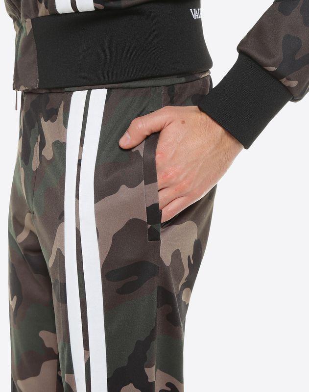 Pantalone camouflage con bande a contrasto