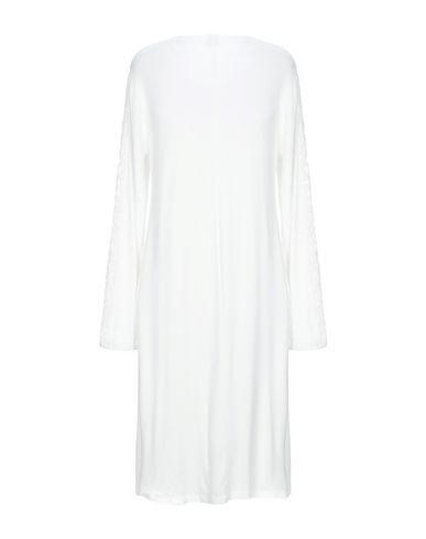 Фото 2 - Женский халат или пижаму  белого цвета