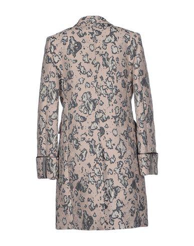 Фото 2 - Легкое пальто светло-розового цвета