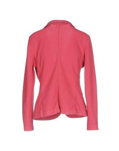 Фото 2 - Женский пиджак CAPOBIANCO цвета фуксия