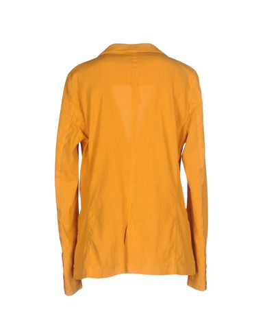 Фото 2 - Женский пиджак IANUX #THINKCOLORED цвет охра