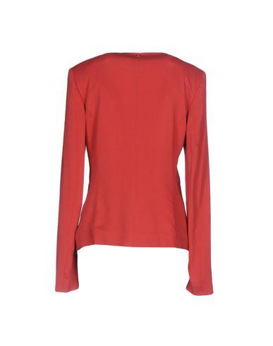 Фото 2 - Женский пиджак  красного цвета