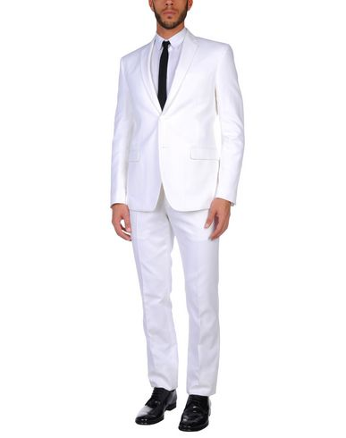 Фото - Мужской костюм  белого цвета