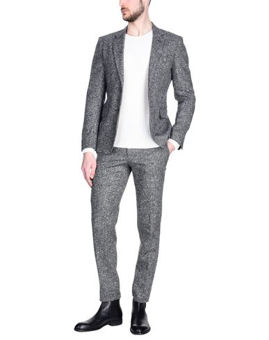 Фото - Мужской костюм BRIAN DALES серого цвета