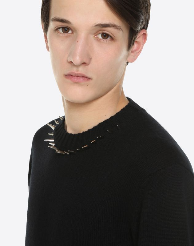 JUMPER WITH PUNK STUDS ON THE NECK