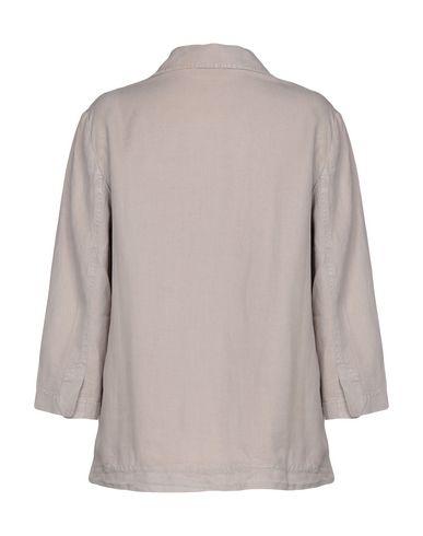 Фото 2 - Женский пиджак ZHELDA бежевого цвета