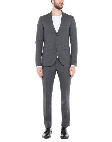 Фото - Мужской костюм  серого цвета
