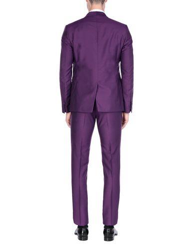 Фото 2 - Мужской костюм MAESTRAMI фиолетового цвета
