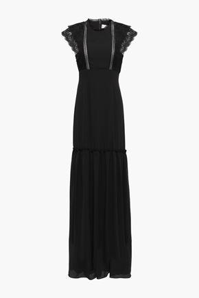 MIKAEL AGHAL فستان طويل بتصميم ملموم من قماش كريب دي شين مع تقليمات من الدانتيل