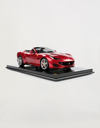 Scuderia Ferrari Online Store - Ferrari Portofino model in 1:8 scale - Car Models 1_1.8
