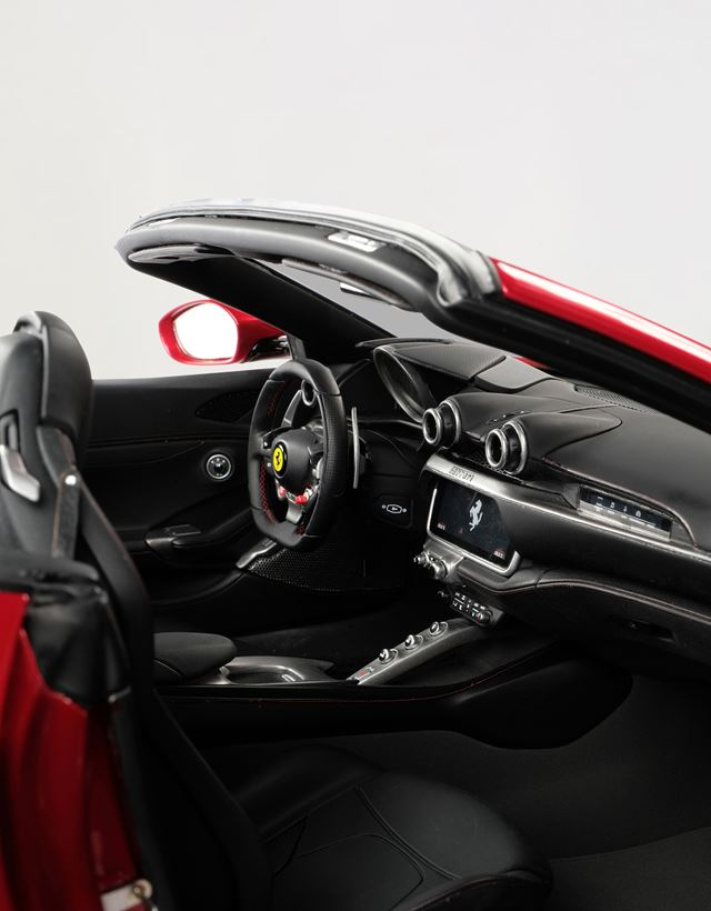Scuderia Ferrari Online Store - Ferrari Portofino model in 1:8 scale - Car Models 1_1.8