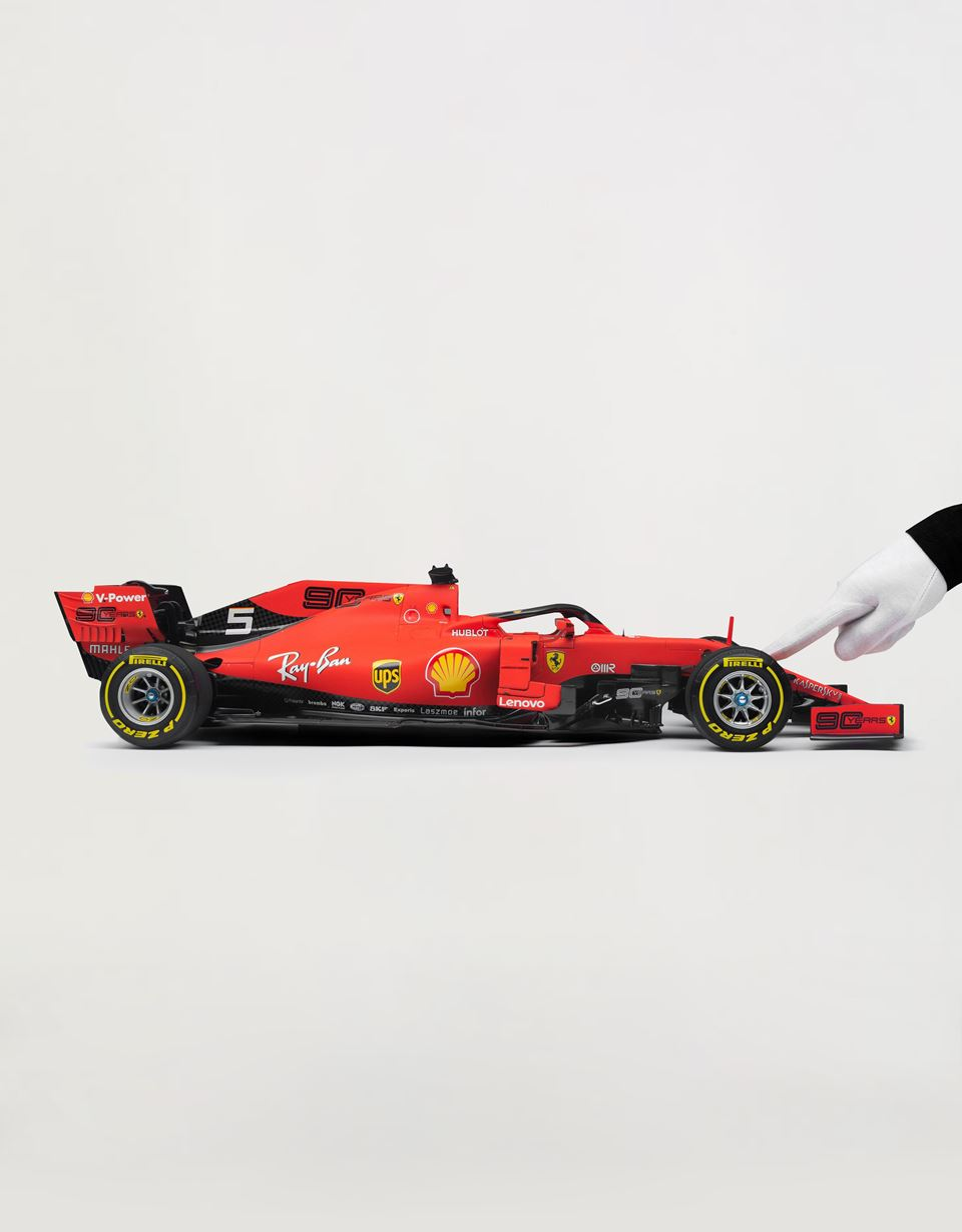 Scuderia Ferrari Online Store - Ferrari SF90 Vettel model in 1:8 scale - Car Models 1_1.8