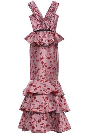 JOHANNA ORTIZ فستان سهرة بقصة البيبلوم وبطبقات من الجاكار مع كشكش