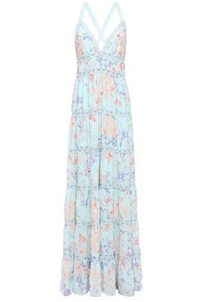 ALICE + OLIVIA فستان طويل بطبقات من قماش كريب دي شين المطبع بالورود مع تقليمات من الدانتيل