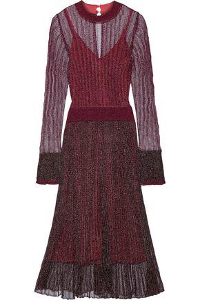 HERVÉ LÉGER فستان من نسيج محبوك بغرز واسعة لون ميتاليك مزين بالكشكش