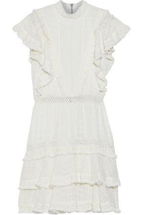 "ALICE + OLIVIA فستان قصير ""بيا"" بطبقات من القطن المشغول بالكروشيه مزين بأشرطة"