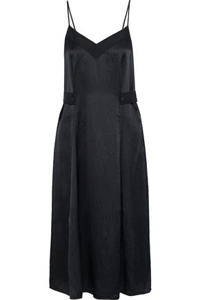 "RAG & BONE فستان منزلق متوسط الطول ""هوغو"" من الساتان الحريري النافر مع طيات"