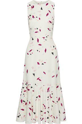 "IRIS & INK فستان متوسط الطول ""سالفيا"" من قماش كريب دي شين المطبع برسومات مع أطراف واسعة"