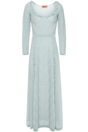MISSONI فستان طويل محاك بالكروشيه لون ميتاليك ومزين بالكشكش