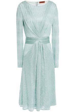MISSONI فستان بتصميم ملتفّ محاك بالكروشيه لون ميتاليك مع طيات