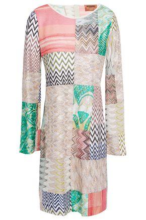 MISSONI فستان قصير محاك بالكروشيه بمظهر باتشوارك