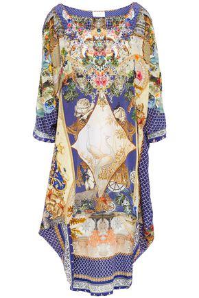 """CAMILLA فستان """"ميوز نوفلز"""" غير متماثل من قماش كريب دي شين الحريري المزين والمطبع برسومات"""