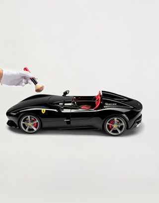 Scuderia Ferrari Online Store - Ferrari Monza SP2 1:8 scale model - Car Models 1_1.8