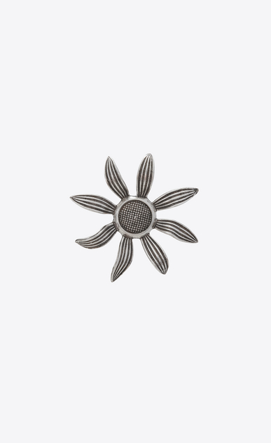 Flower brooch in metal