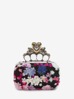 Embroidered heart four-ring clutch