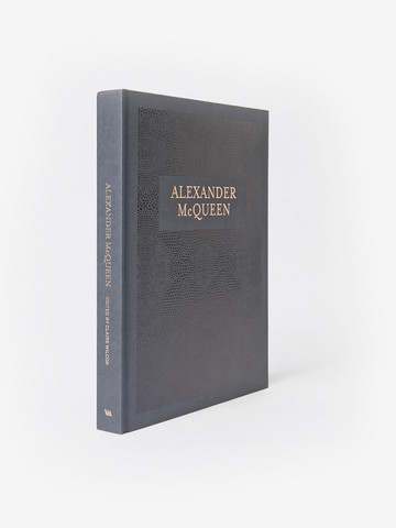alexander mcqueen essay Alexander mcqueen and chanel are popular brands that are ranked at the top  level among leading fashion designing companies in actuality, both companies.